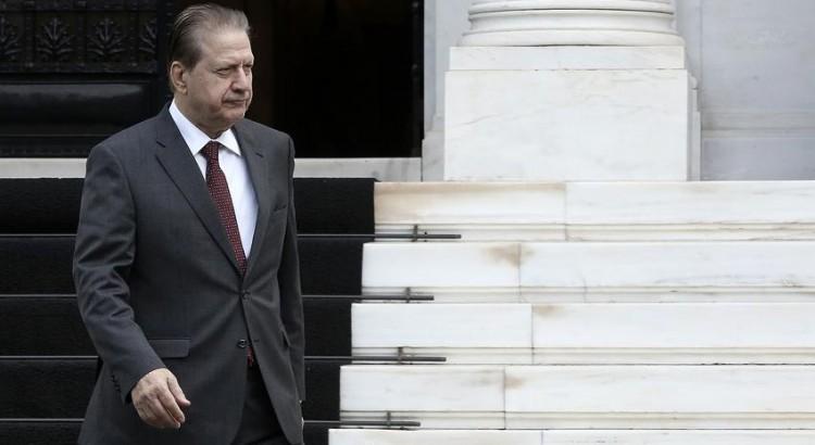 Ο πρώην υπουργός της Νέας Δημοκρατίας, Βύρων Πολύδωρας, εξέρχεται από το Μέγαρο Μαξίμου, Αθήνα, Σάββατο 29 Οκτωβρίου 2016. O πρώην υπουργός είναι πρόταση του ΣΥΡΙΖΑ και των Ανεξάρτητων Ελλήνων για τη θέση του προέδρου του Εθνικού Συμβουλίου Ραδιοτηλεόρασης. ΑΠΕ-ΜΠΕ/ ΑΠΕ-ΜΠΕ/ ΣΥΜΕΛΑ ΠΑΝΤΖΑΡΤΖΗ